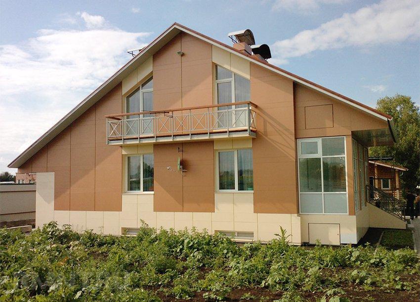 Отделка стен дома алюминиевыми панелями с полимерным покрытием