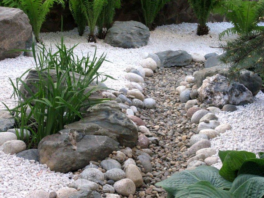 Обустройство, оформление и декорирование «сухого ручья» своими руками