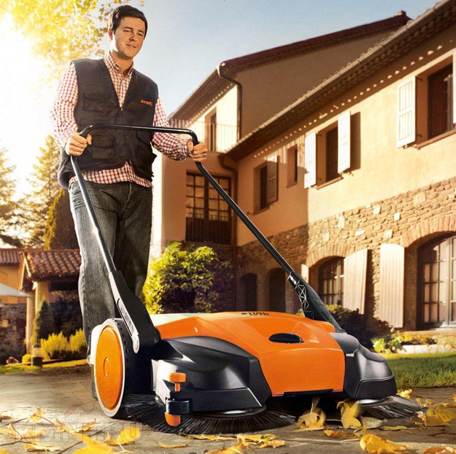 Как выбрать подметальную машину для придомовой территории