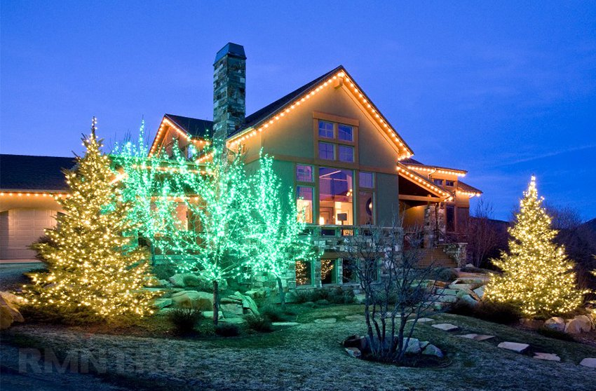 Новогоднее освещение дома снаружи