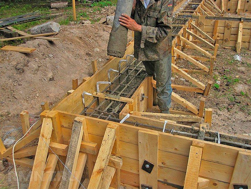 ногах, через сколько можно строить дом после заливки фундамента его словам
