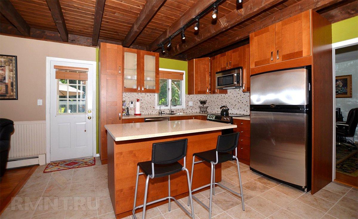 Потолок с балками на кухне