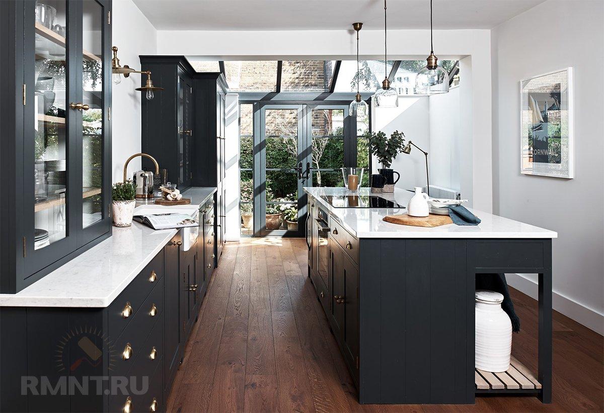 Кухня с темными фасадами