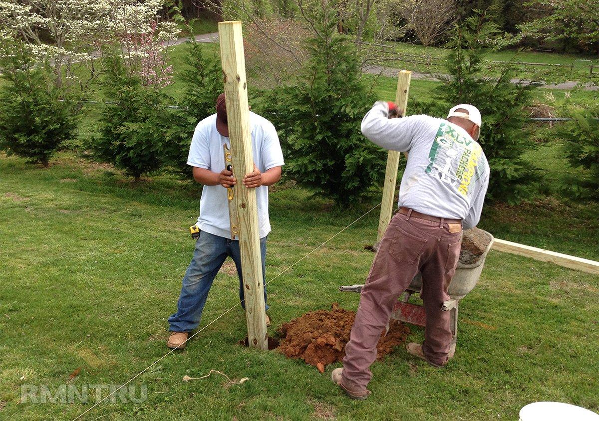 Установка деревянных столбов для забора