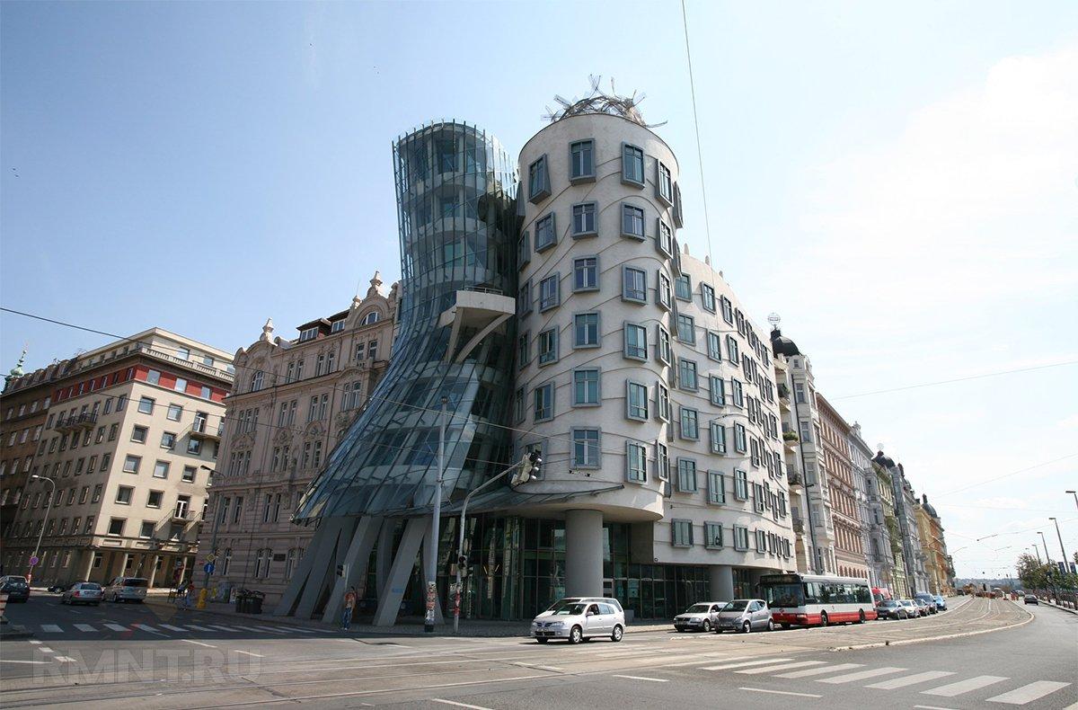«Танцующий дом» в Праге
