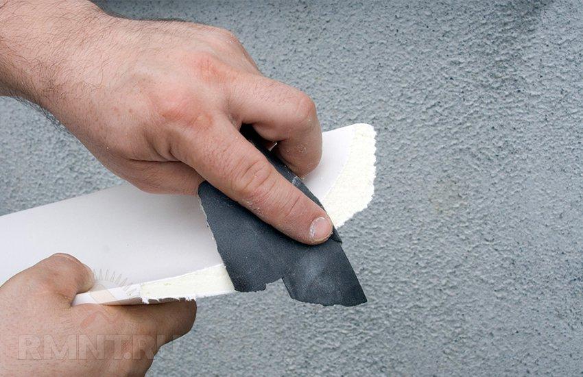Как зарезать углы: режем потолочный и напольный плинтус правильно