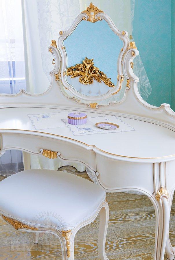 Туалетный столик в стиле рококо