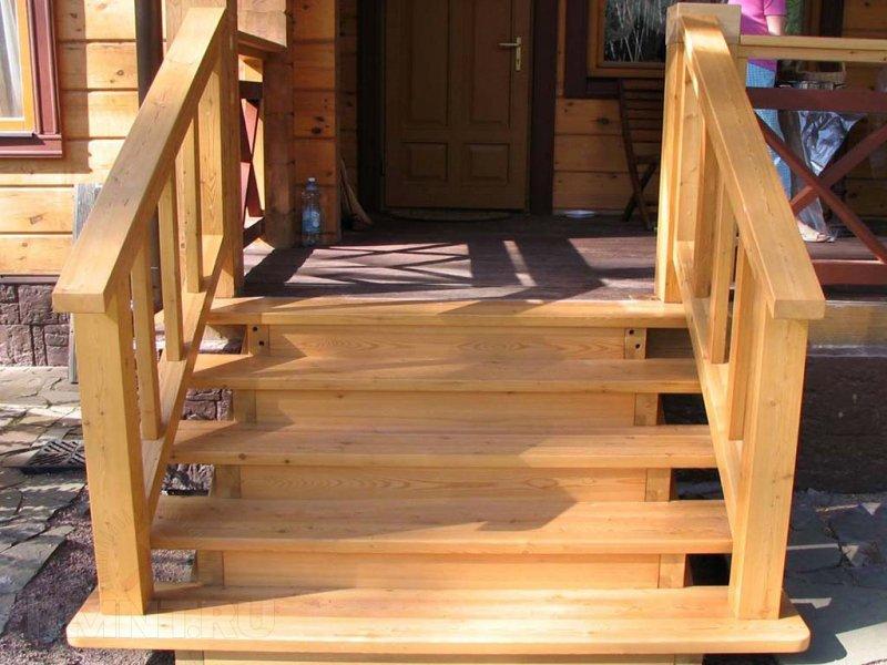 Из чего можно построить красивое крыльцо для деревянного дома