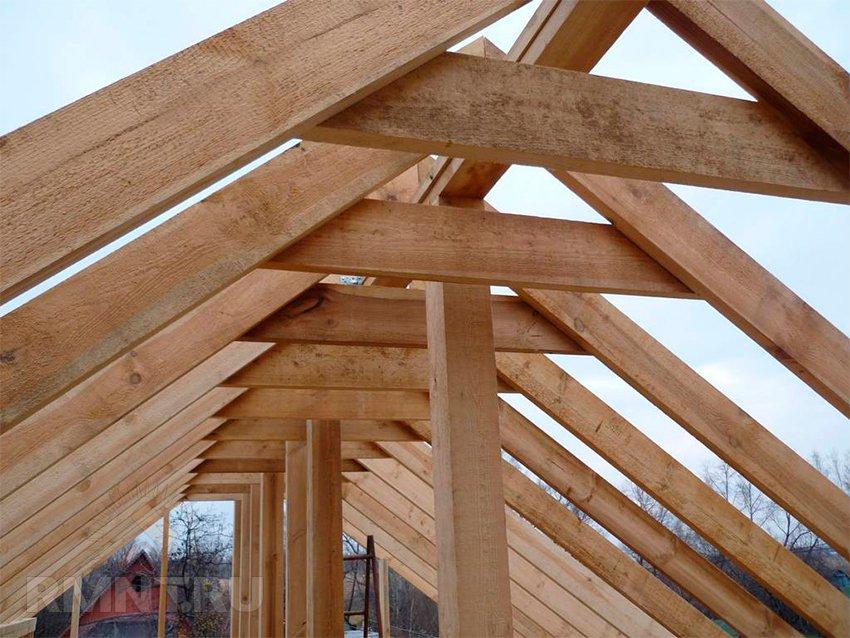 Стропильная система двухскатной крыши: расчет стропил для различных покрытий
