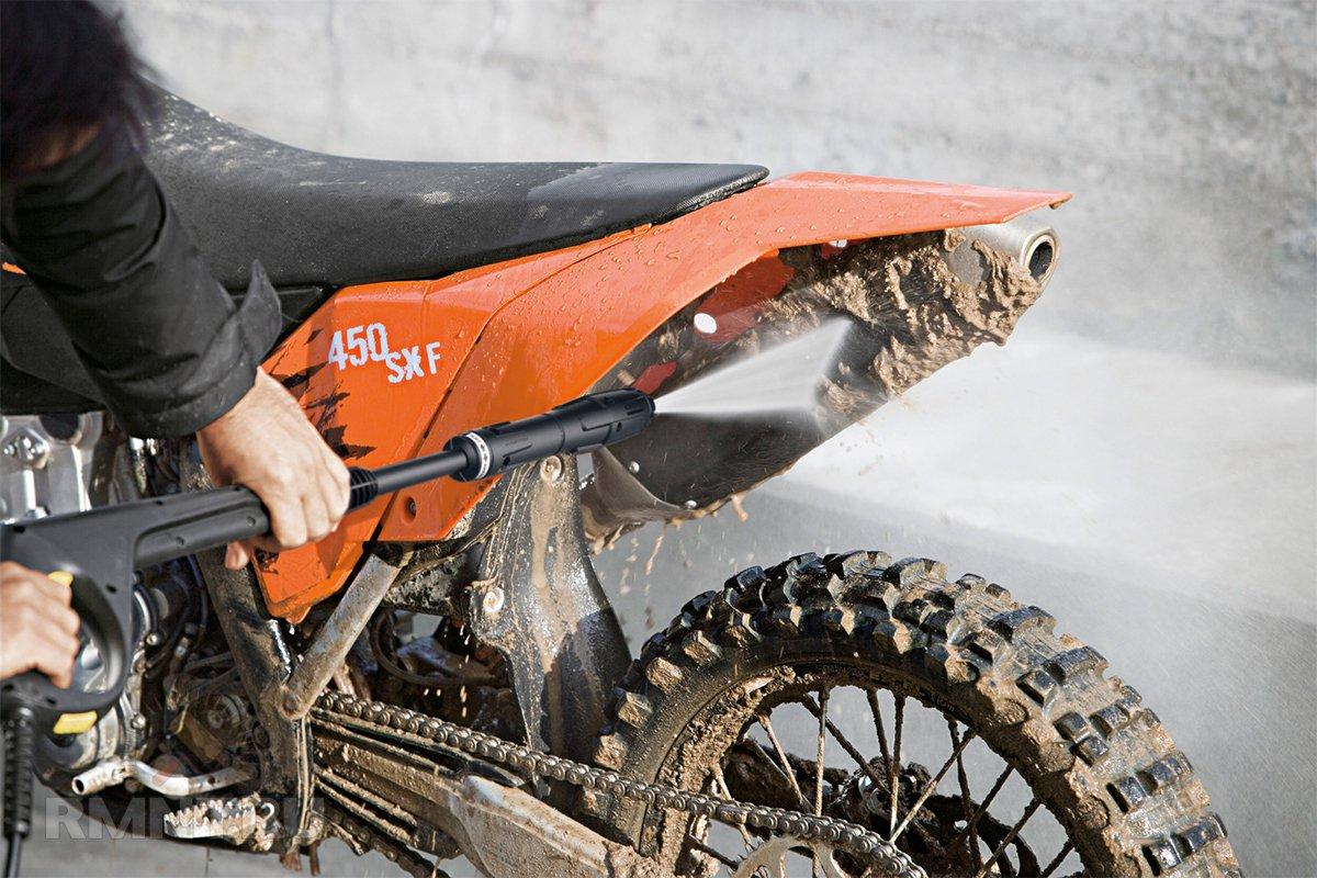 Очистка мотоцикла мойкой высокого давления