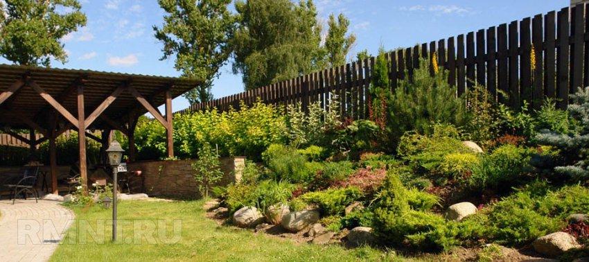 8 идей для обустройства участка со склоном