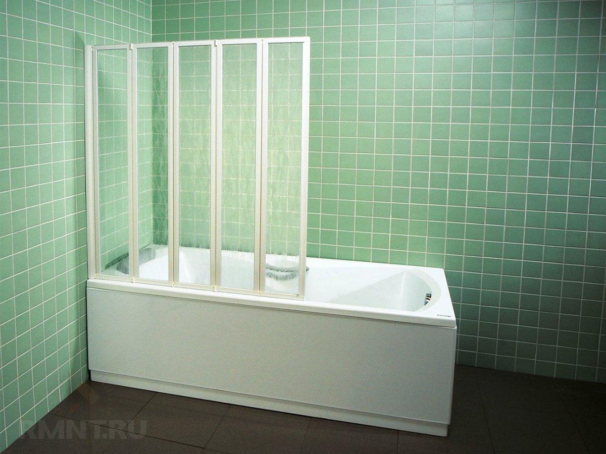 Пластмассовая шторка на ванну
