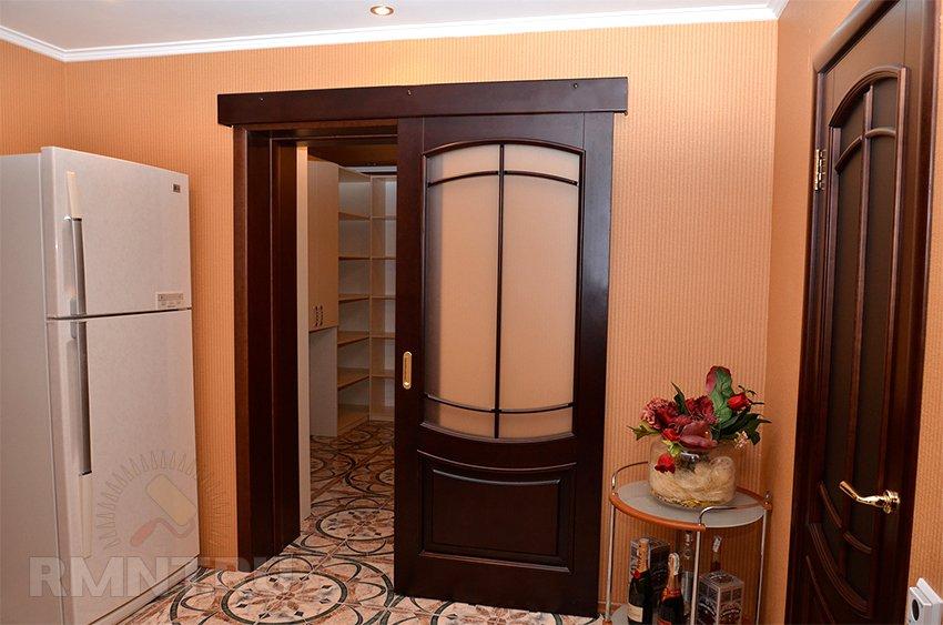 Раздвижная дверь своими руками: 180 фото! Мастерклассы 56