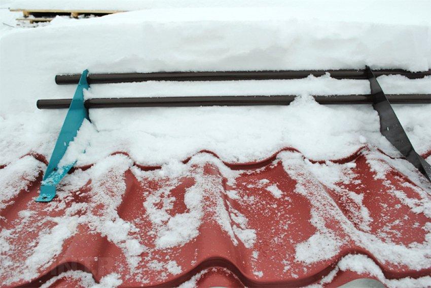 Задержание снега на крыше своими руками 8