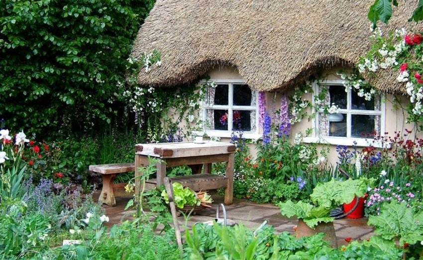 Ландшафтный дизайн участка деревенского дома