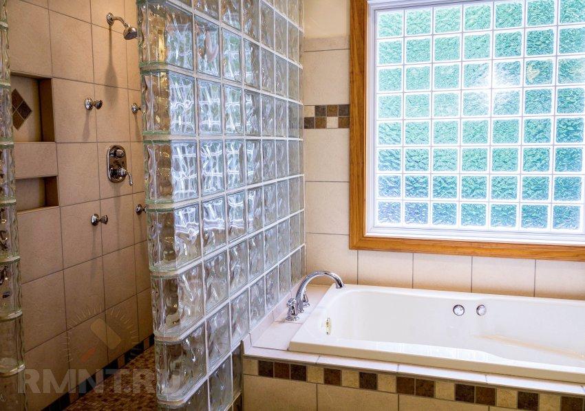 Стеклоблоки в интерьере квартиры: 20 фотоидей