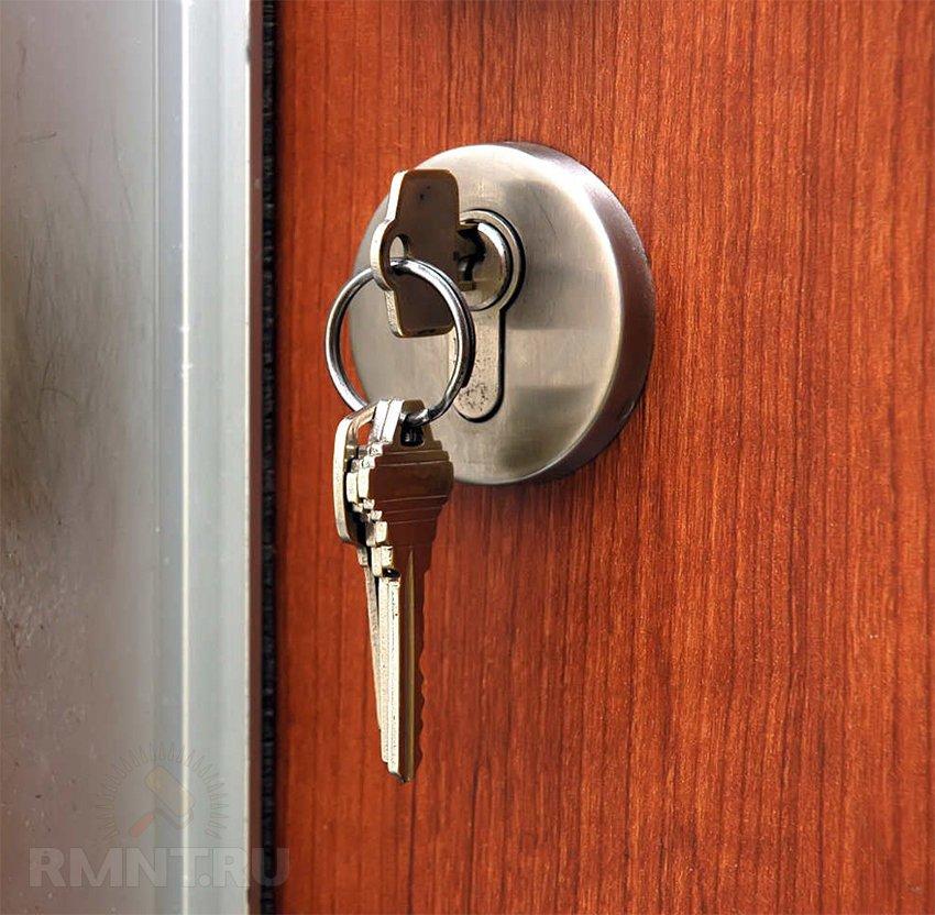 Что делать если ключ застрял во входной двери 179